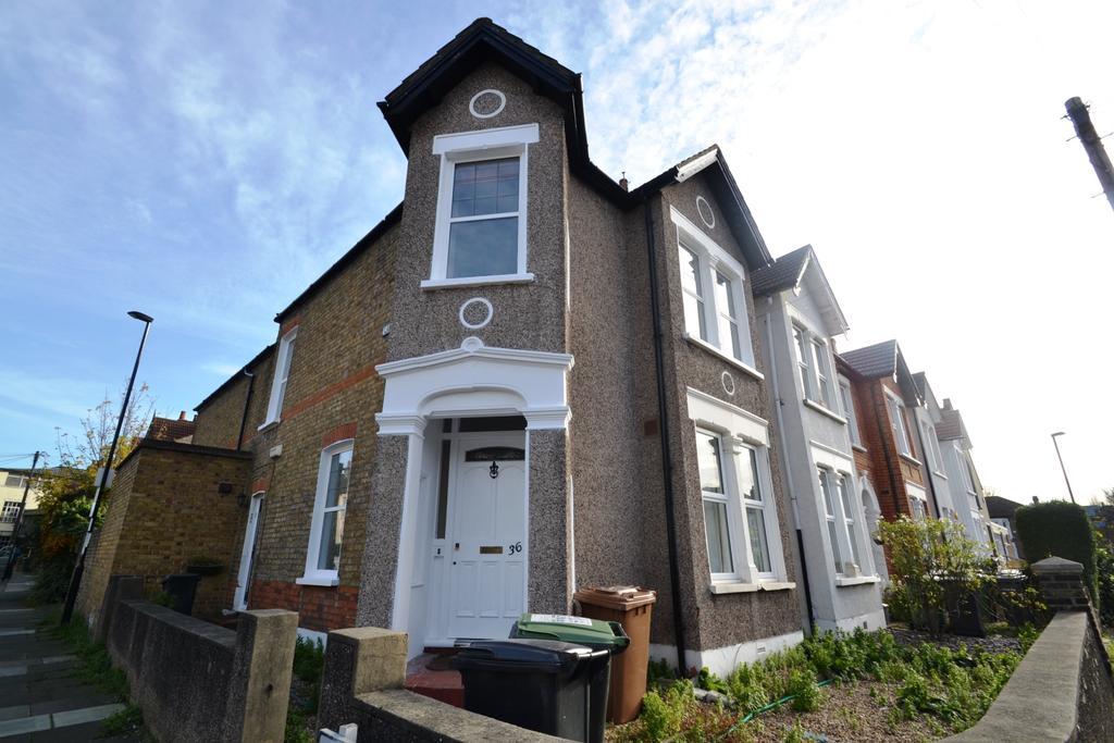 2 Bedrooms Flat for sale in Radford Road Lewisham SE13