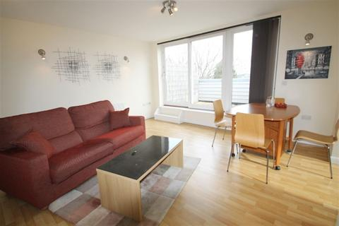 2 bedroom flat to rent - Spencer House NW4