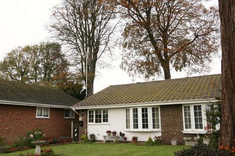 2 bedroom bungalow for sale - Channel Lea, Walmer