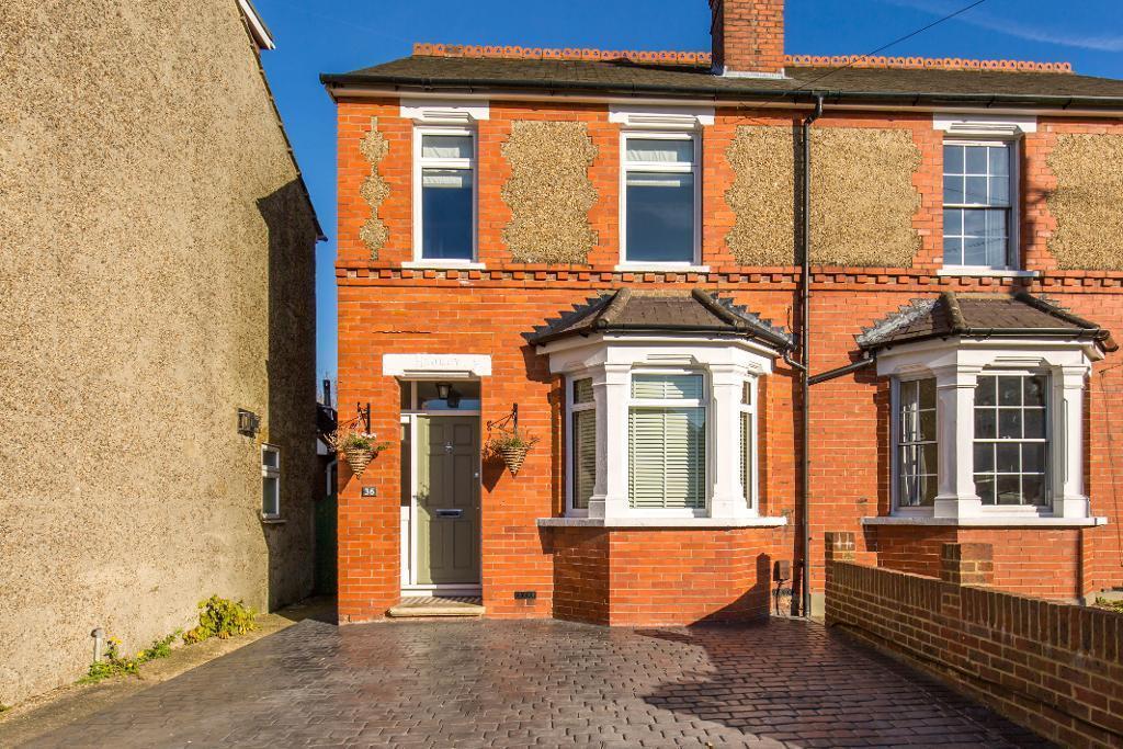 2 Bedrooms Semi Detached House for sale in Alexandra Road, Warlingham, Surrey, CR6 9DU