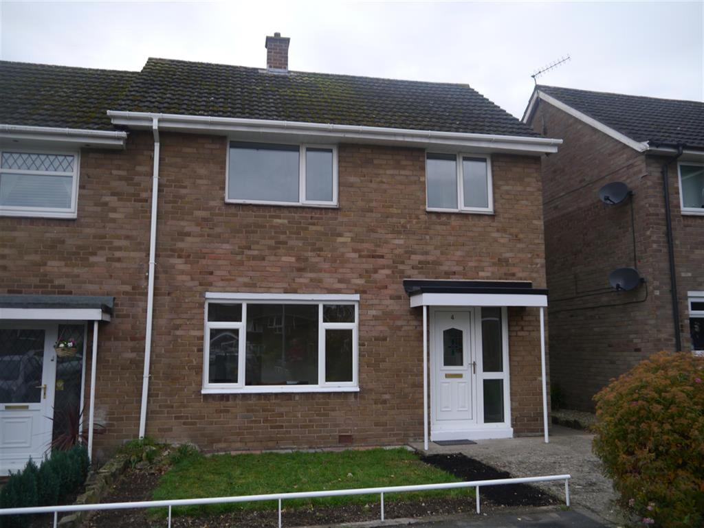 3 Bedrooms End Of Terrace House for sale in Stratford Close, Acton, Wrexham, LL12 7UR