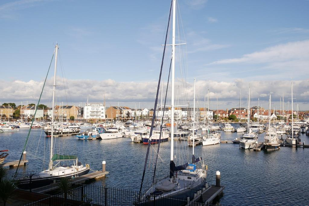 4 Bedrooms Town House for sale in Hamilton Quay, Sovereign Harbour North, Eastbourne, BN23