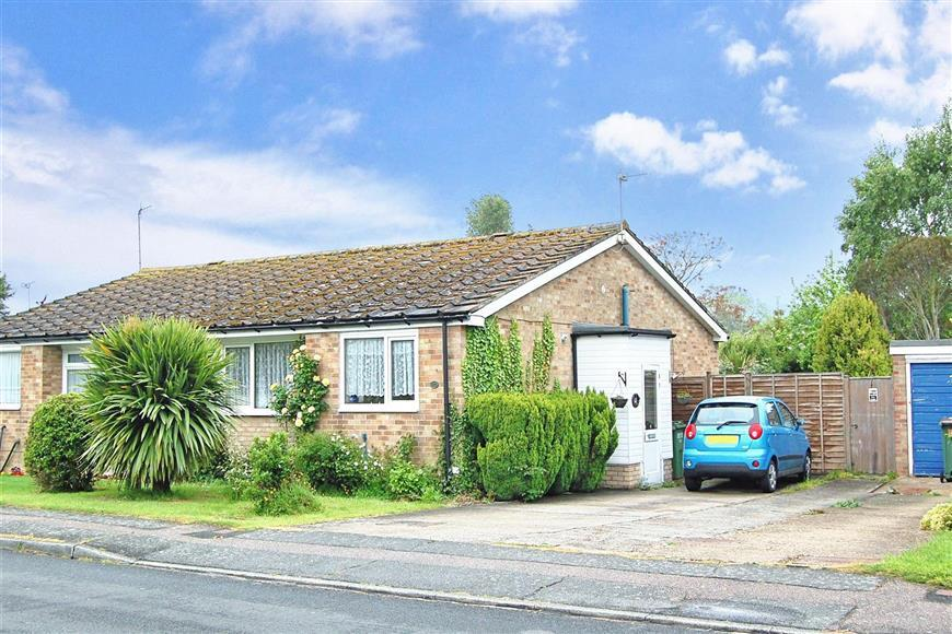 2 Bedrooms Semi Detached Bungalow for sale in Kingfisher Avenue, Hythe, Kent