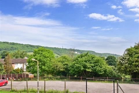 3 bedroom semi-detached house for sale - Chillington Close, Upper Halling, Rochester, Kent