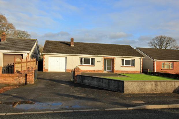 3 Bedrooms Detached Bungalow for sale in Station Road, Nantgaredig, Carmarthen, Carmarthenshire