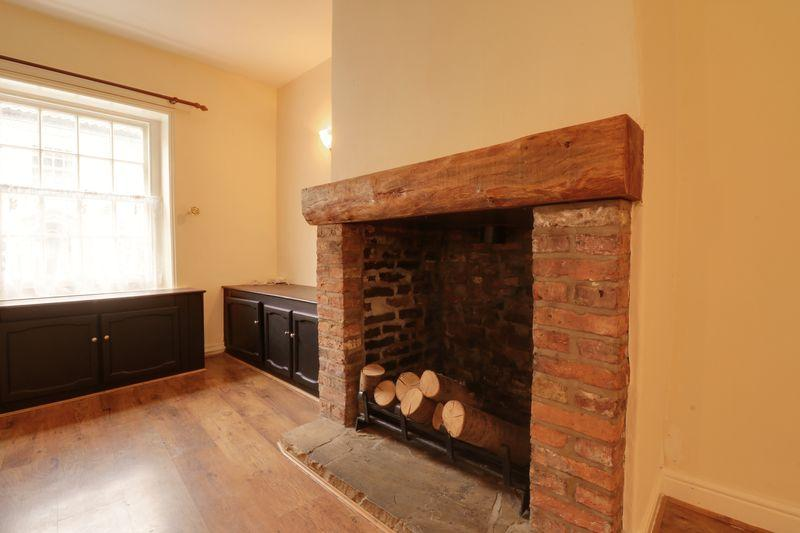 2 Bedrooms Terraced House for sale in High Street, Barton-Upon-Humber