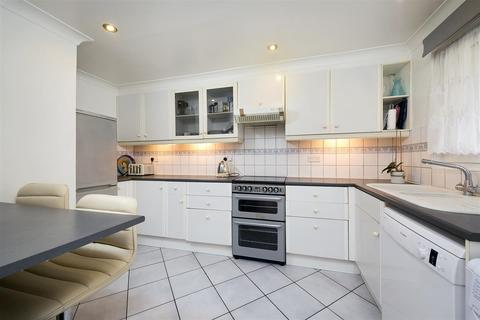 2 bedroom apartment to rent - Edgar Road, Whitton, Hounslow