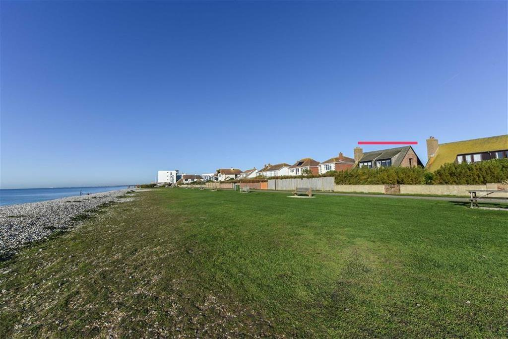4 Bedrooms Detached House for sale in Tamarisk Walk, East Wittering, West Sussex