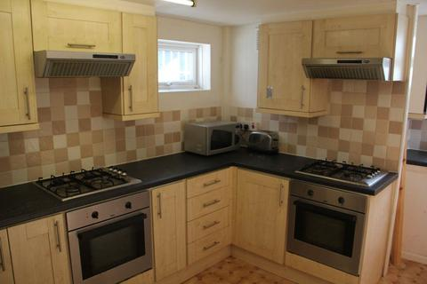 6 bedroom terraced house to rent - Hartley Avenue, Woodhouse, LS6 2LP