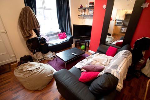 5 bedroom terraced house to rent - Royal Park Terrace, Hyde Park, LS6 1EX