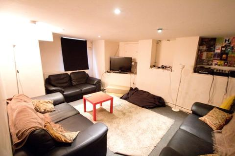 9 bedroom terraced house to rent - Brudenell Road, Hyde Park, LS6 1JD