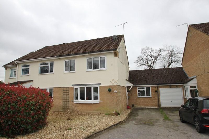 4 Bedrooms Semi Detached House for sale in The Curlews, Verwood