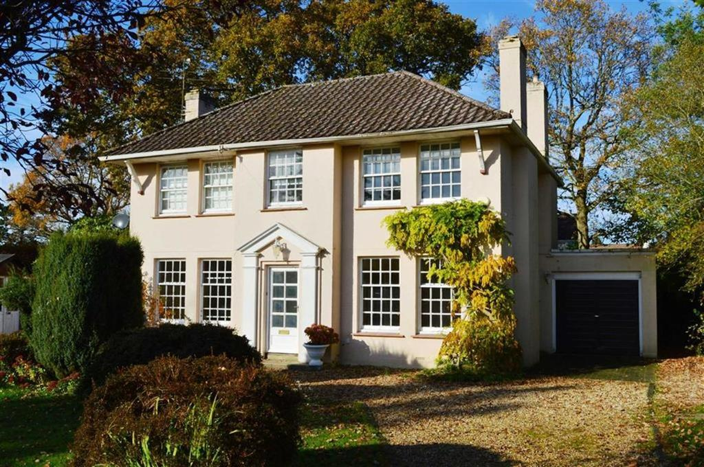 3 Bedrooms Detached House for sale in Highland Road, Wimborne, Dorset