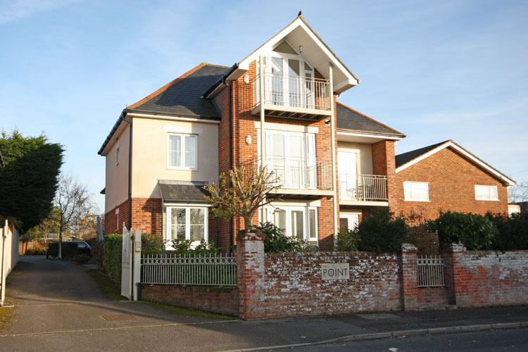 1 Bedroom Ground Flat for sale in Southern Road, Lymington SO41