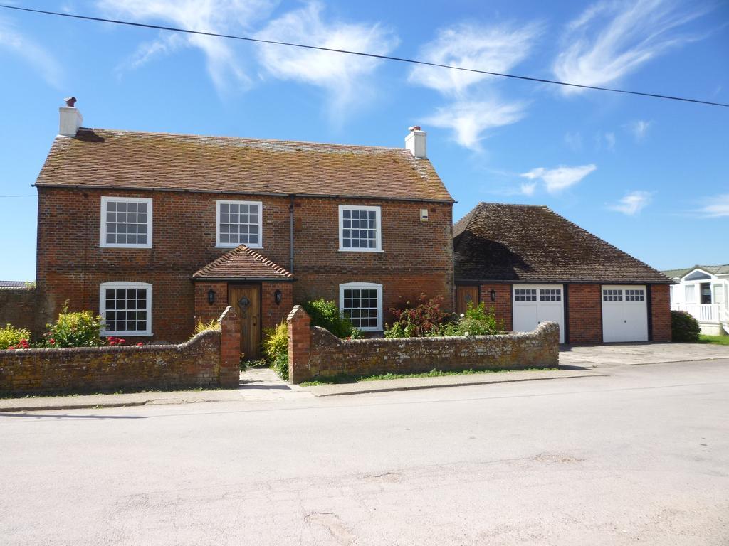 4 Bedrooms Detached House for rent in Bracklesham Lane, Bracklesham ***NO TENANT FEE'S***