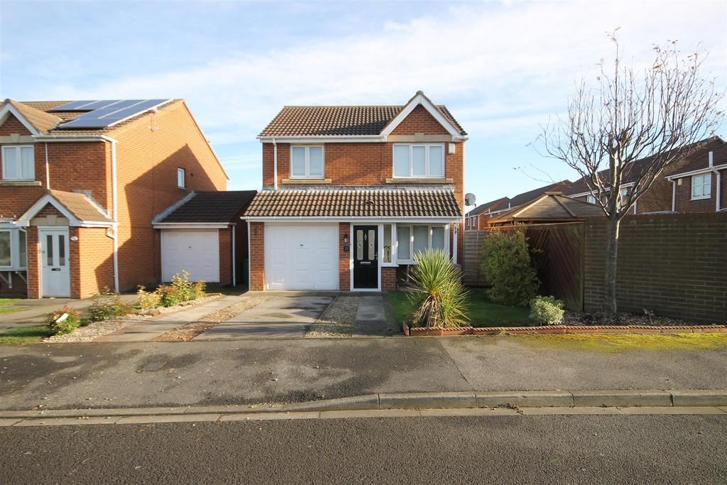 3 Bedrooms Detached House for sale in Stonechat Close, Middle Warren, Hartlepool