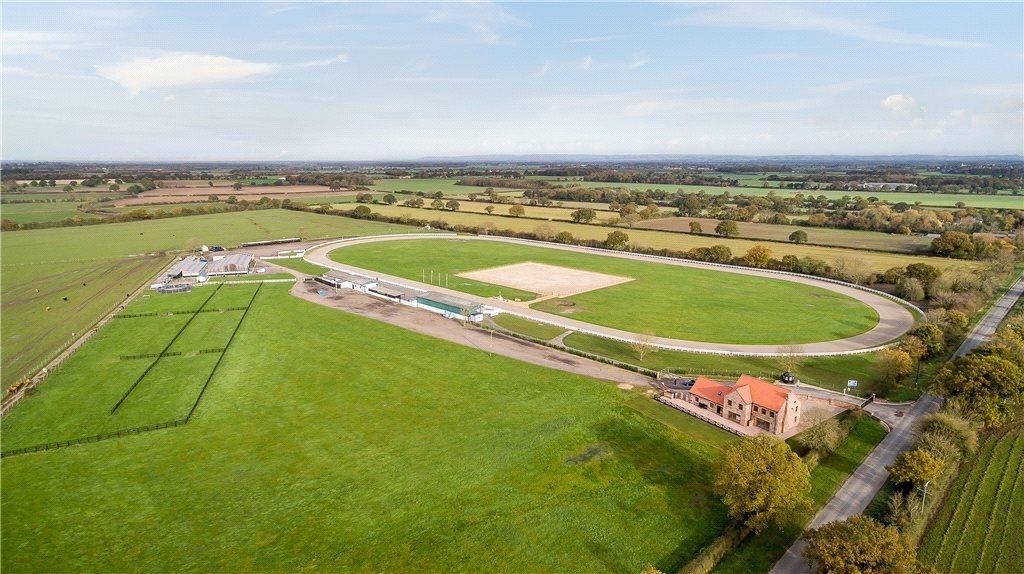4 Bedrooms Equestrian Facility Character Property for sale in York Harness Raceway, Pool Lane, Nun Monkton, York, YO26