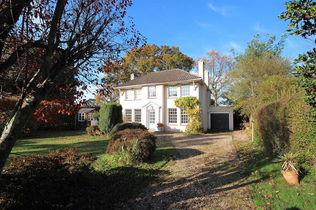 3 Bedrooms Detached House for sale in Highland Road, Wimborne