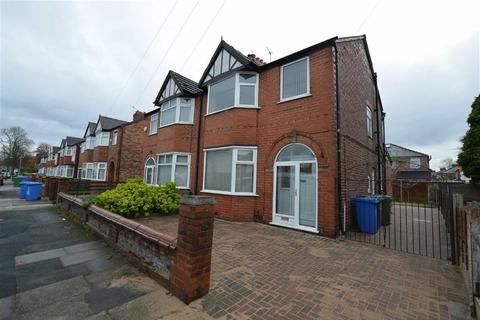 3 bedroom semi-detached house to rent - Moss Park Road, Stretford