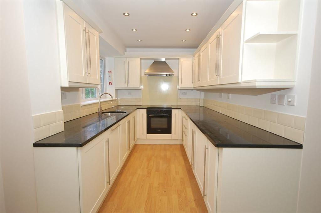 4 Bedrooms Town House for rent in Christ Church Oval, Harrogate