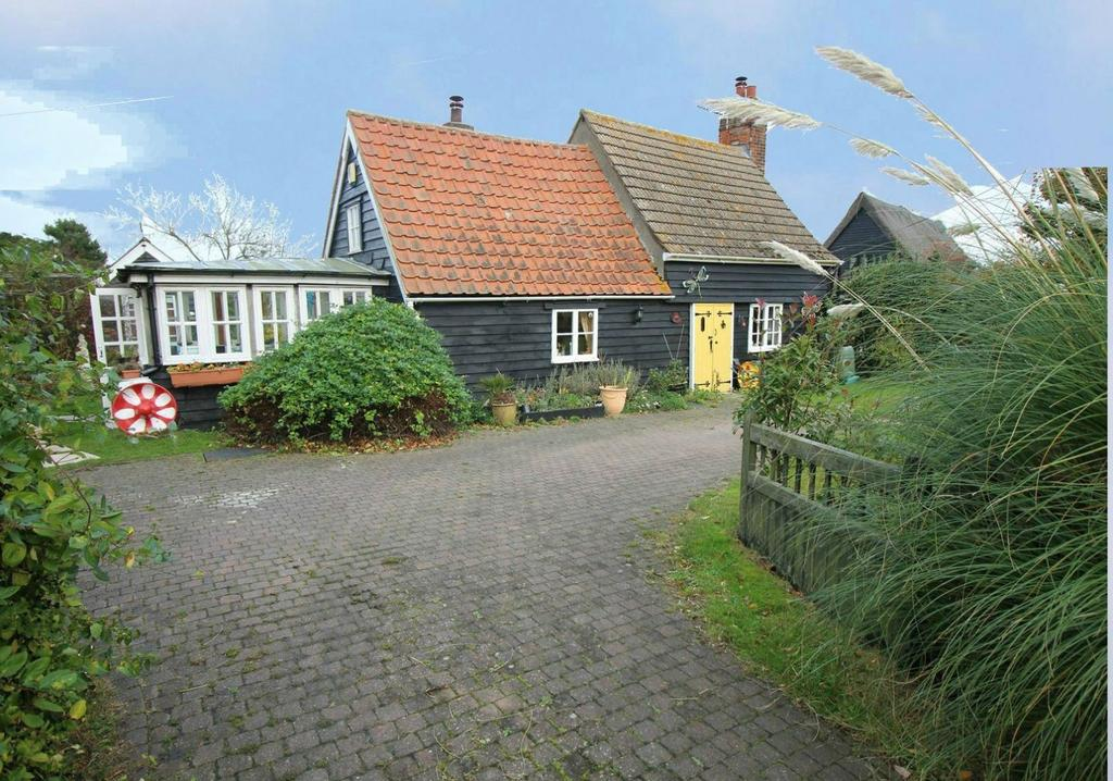 3 Bedrooms Cottage House for sale in Harwich Road, Beaumont, Clacton-On-Sea, Essex, CO16