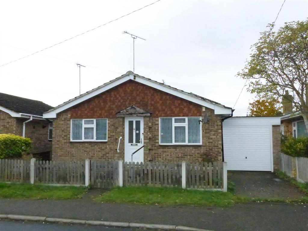 2 Bedrooms Detached Bungalow for sale in Larup Avenue, Canvey Island