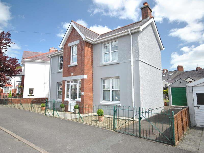 4 Bedrooms House for sale in Myrddin Crescent, Carmarthen