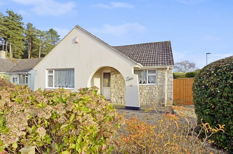 3 Bedrooms Bungalow for sale in Edgemoor Road, West Moors, Ferndown