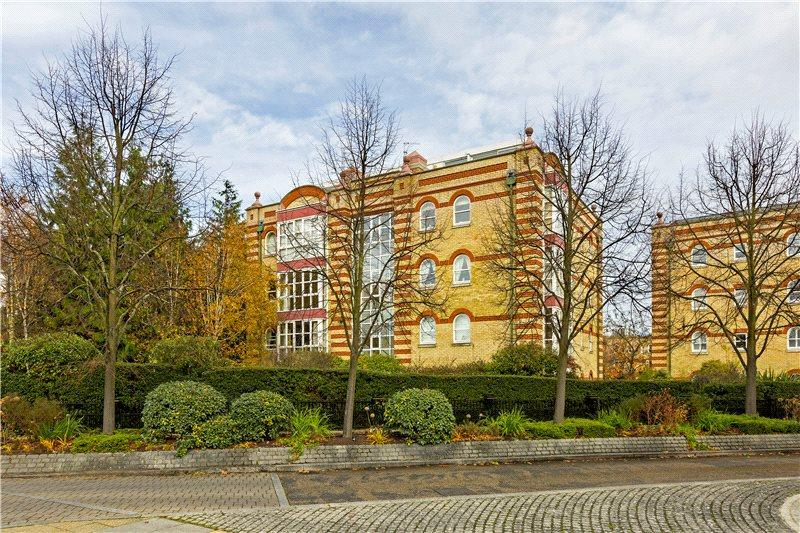 2 Bedrooms Flat for sale in Keble Place, Barnes, SW13