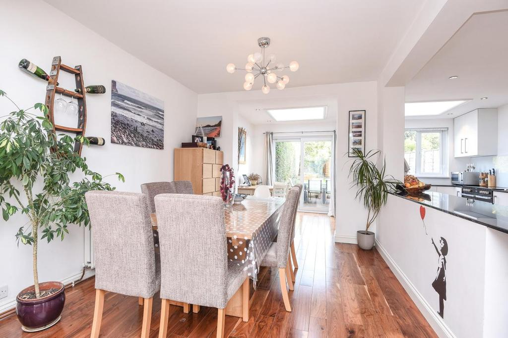 3 Bedrooms End Of Terrace House for sale in Leckford Road, Earlsfield