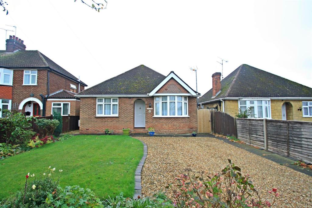 2 Bedrooms Detached Bungalow for sale in Water Eaton Road, Bletchley, Milton Keynes