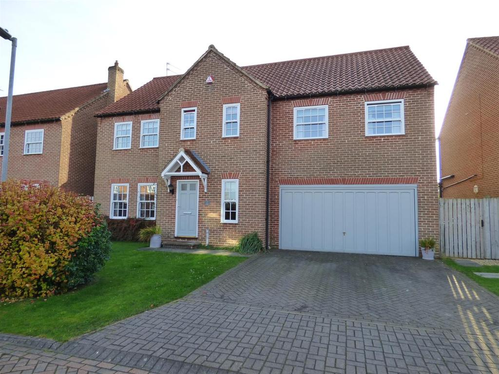 5 Bedrooms Detached House for sale in Manor Farm Court, Leconfield, Beverley, East Yorkshire, HU17 7PA