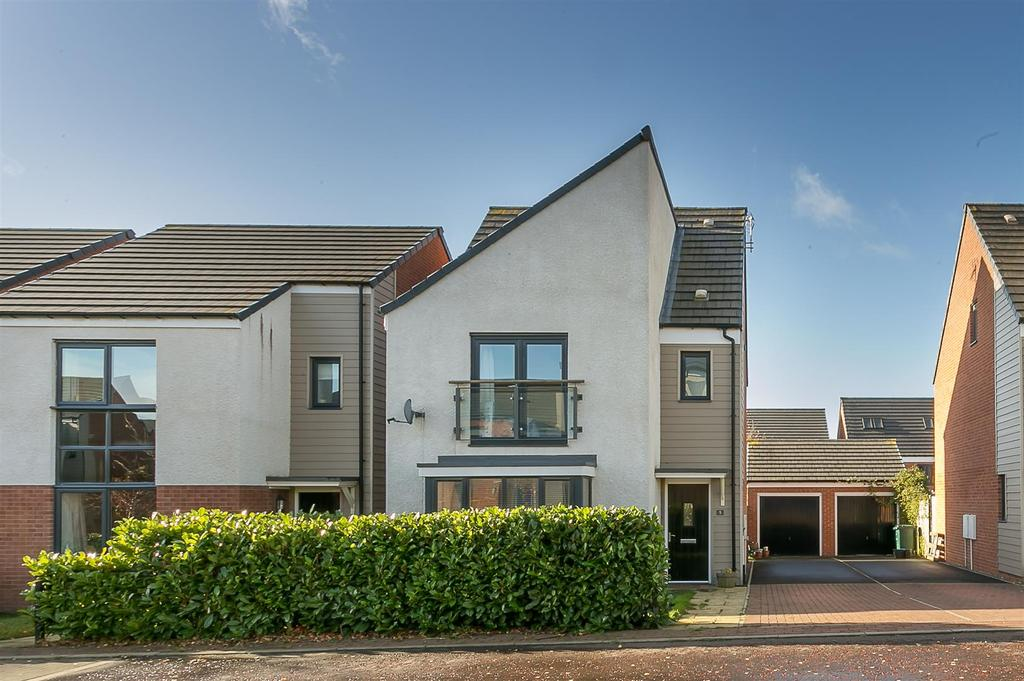 4 Bedrooms Detached House for sale in Bowden Close, Newcastle upon Tyne