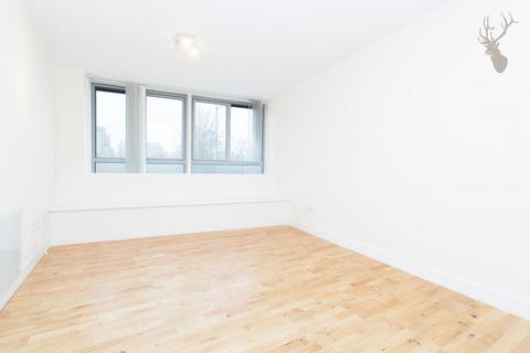1 bedroom flat share to rent - Collosseum Appartments, Palmers Road, Bethnal Green, E2