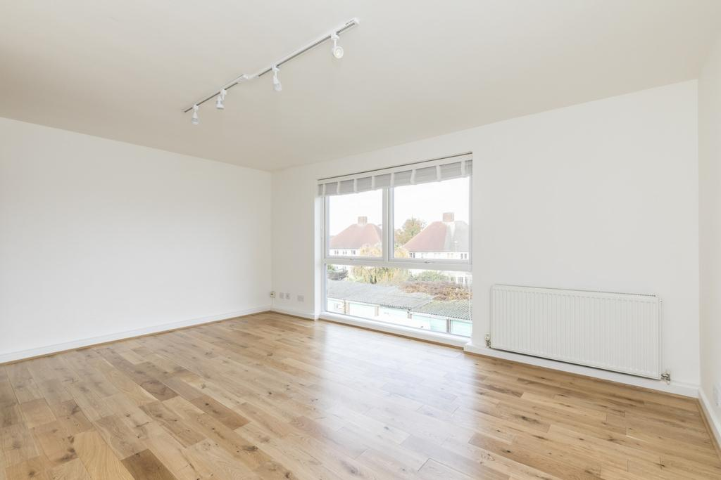 2 Bedrooms Flat for sale in Mintern Close, Hedge Lane, Palmers Green, N13