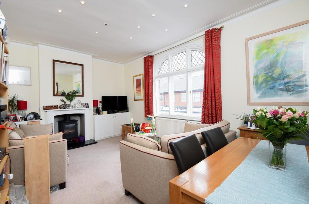 2 Bedrooms Flat for sale in Sheen Lane, London