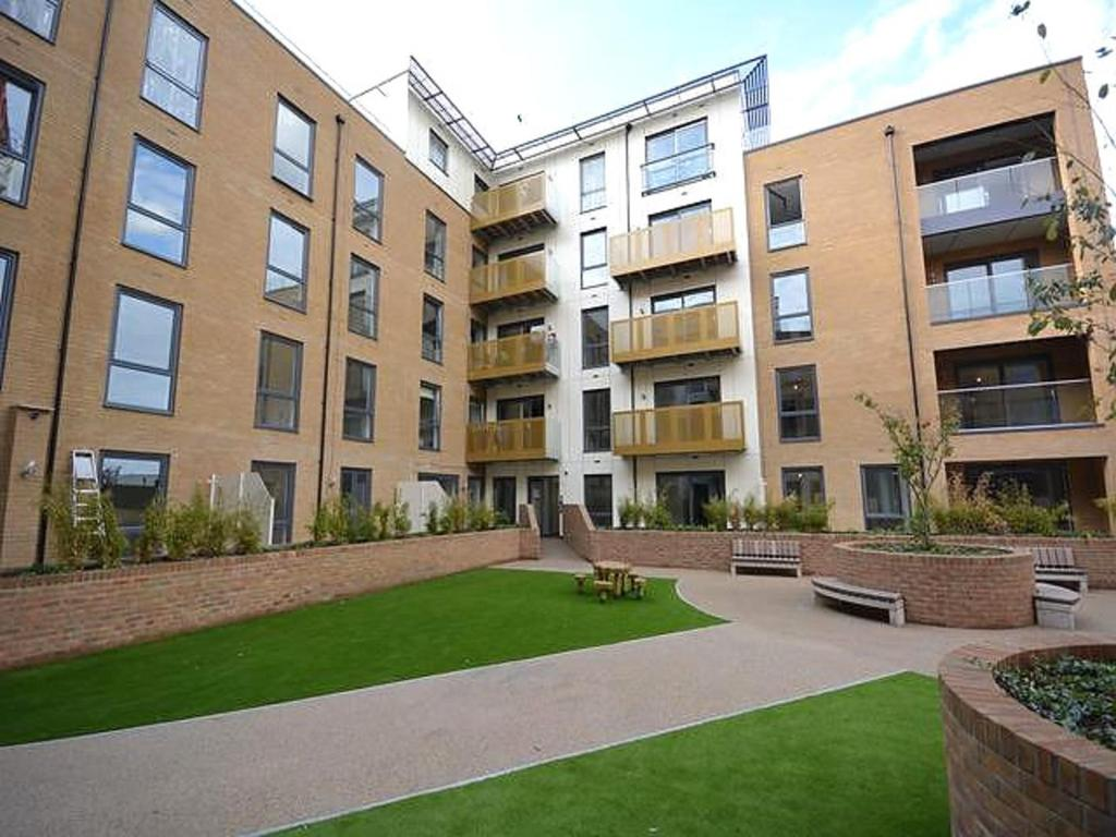 2 Bedrooms Apartment Flat for sale in Dunn Side, Chelmsford, Essex, CM1