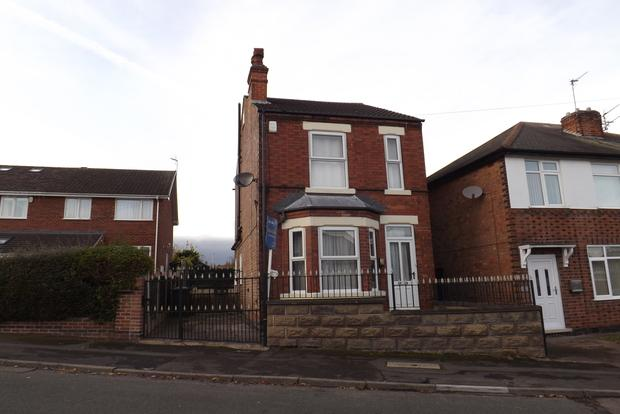 3 Bedrooms Detached House for sale in First Avenue, Carlton, Nottingham, NG4