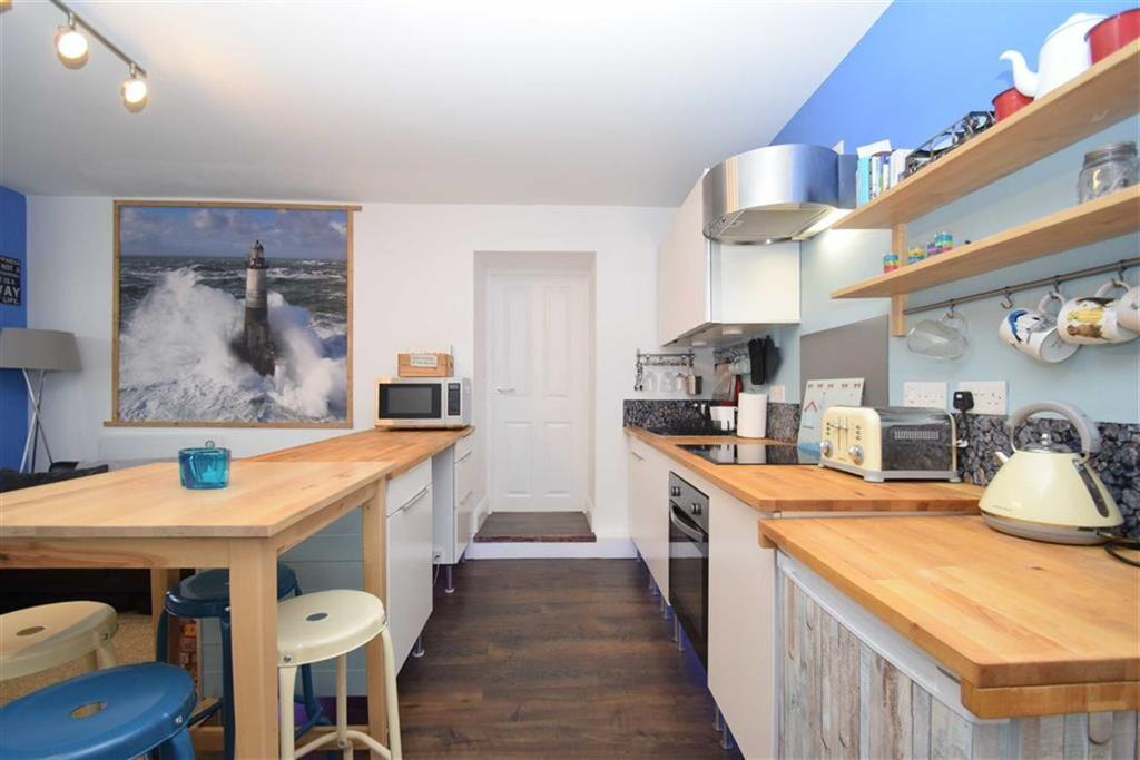 2 Bedrooms Flat for sale in Grosvenor Road, Scarborough, North Yorkshire, YO11