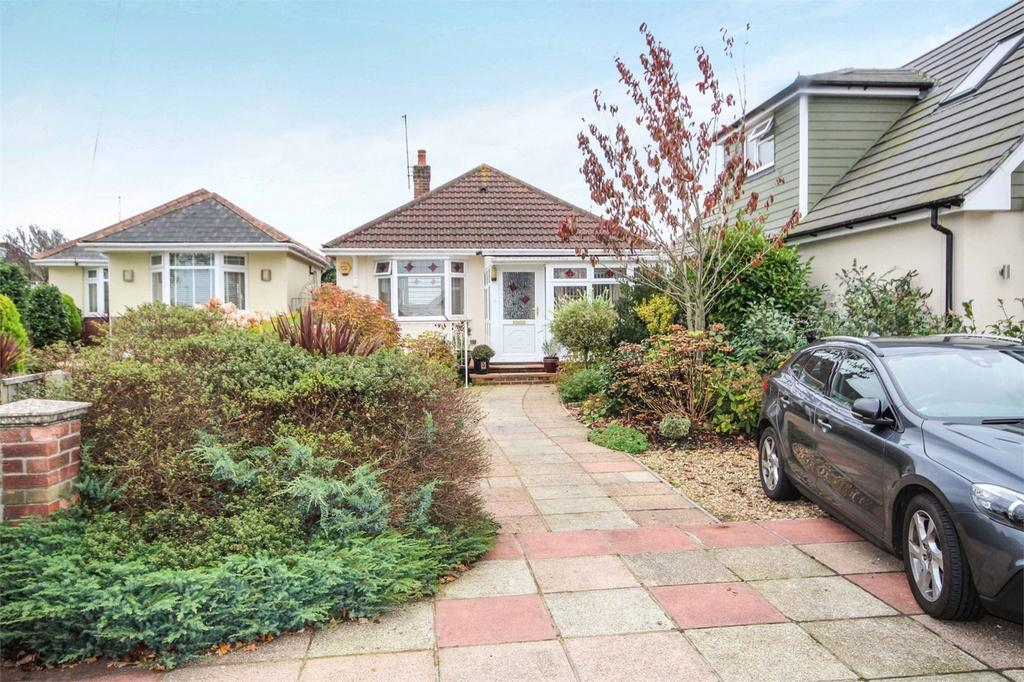 2 Bedrooms Detached Bungalow for sale in Winifred Road, Oakdale, Poole, Dorset