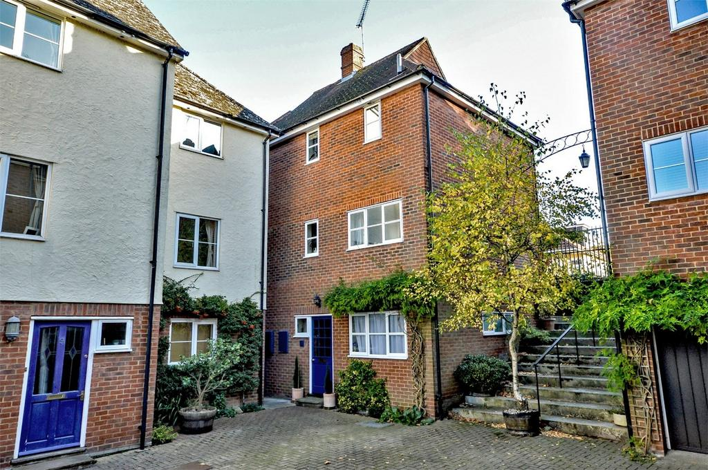 4 Bedrooms Detached House for sale in 8 Oasthouse Court, Saffron Walden