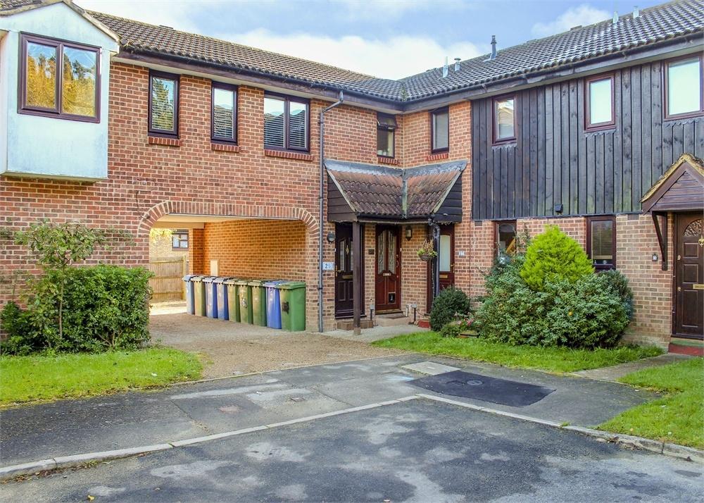 2 Bedrooms Maisonette Flat for sale in Chisbury Close, Forest Park, Bracknell, Berkshire