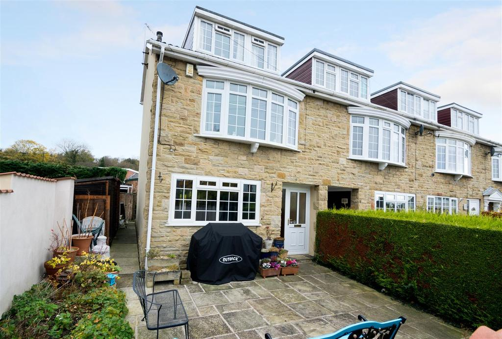 5 Bedrooms Town House for sale in Carr Bank Bottom, Otley