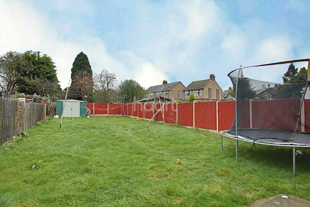 5 Bedrooms Semi Detached House for sale in Extended Family Home in St Michaels Crescent