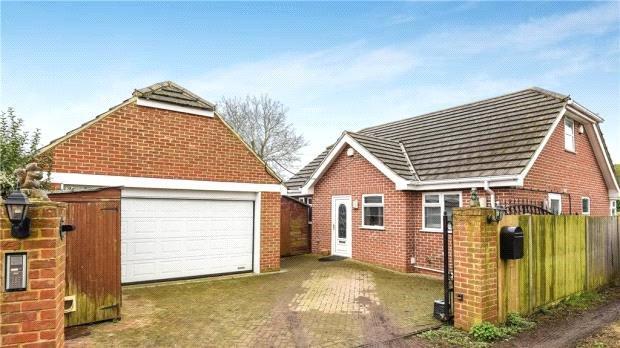 3 Bedrooms Detached Bungalow for sale in Victoria Road, Tilehurst, Reading, Berkshire, RG31