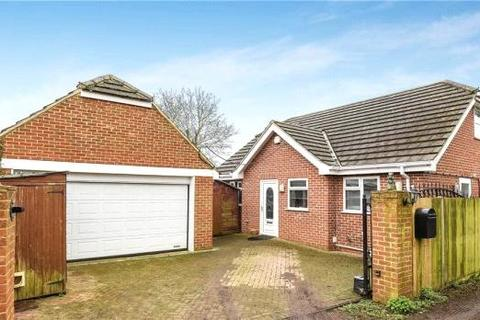 3 bedroom detached bungalow for sale - Victoria Road, Tilehurst, Reading, Berkshire, RG31