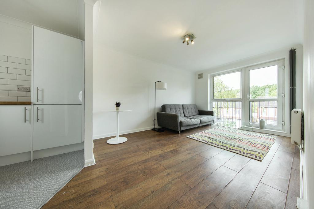 1 Bedroom Flat for sale in Whitehorse Lane, SE25