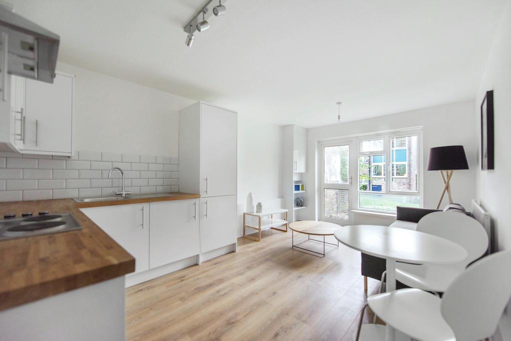 2 Bedrooms Flat for sale in Claret Gardens, SE25
