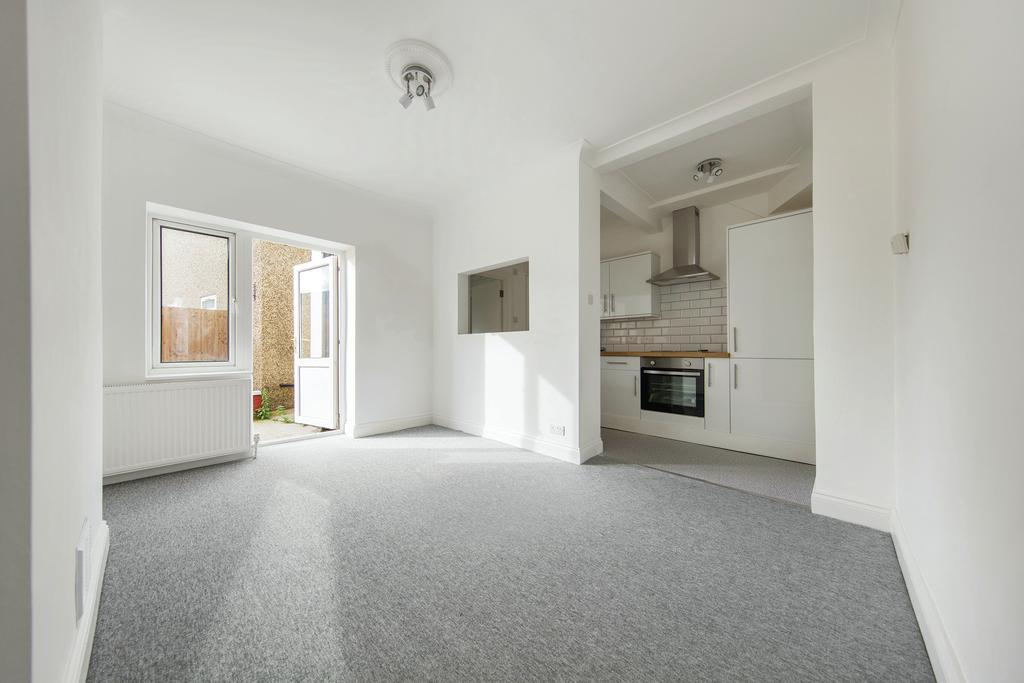 1 Bedroom Flat for sale in Birchanger Road, SE25