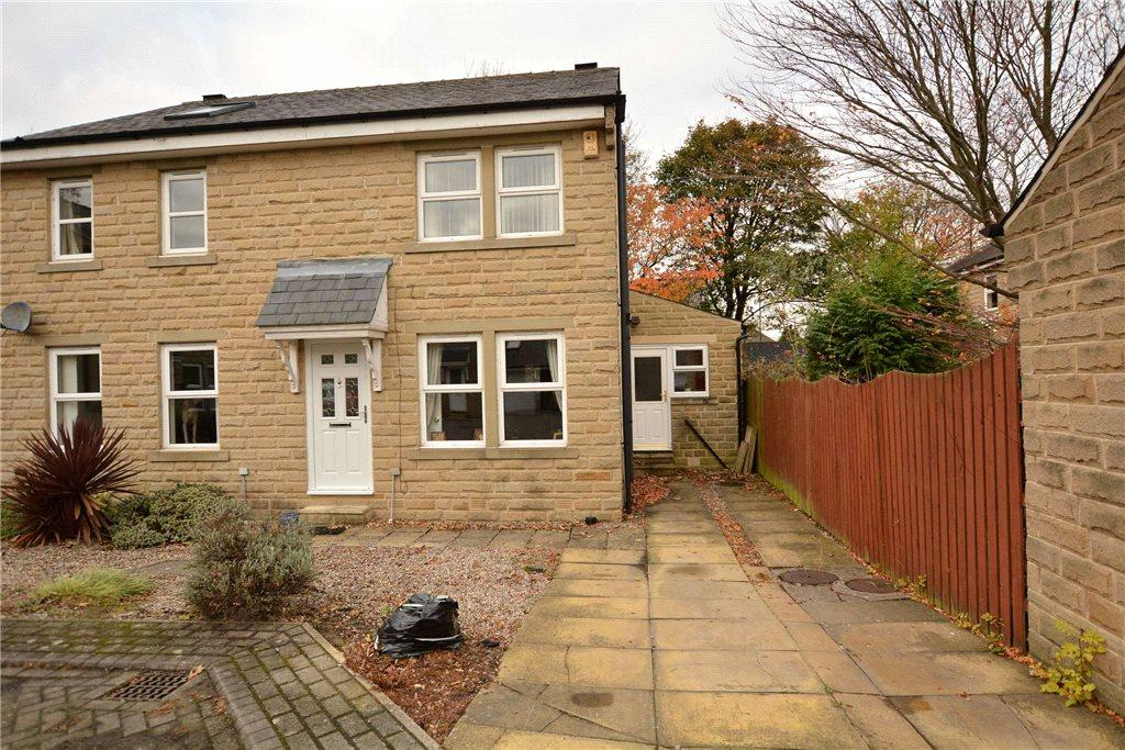 3 Bedrooms Semi Detached House for sale in Farrar Court, Leeds, West Yorkshire